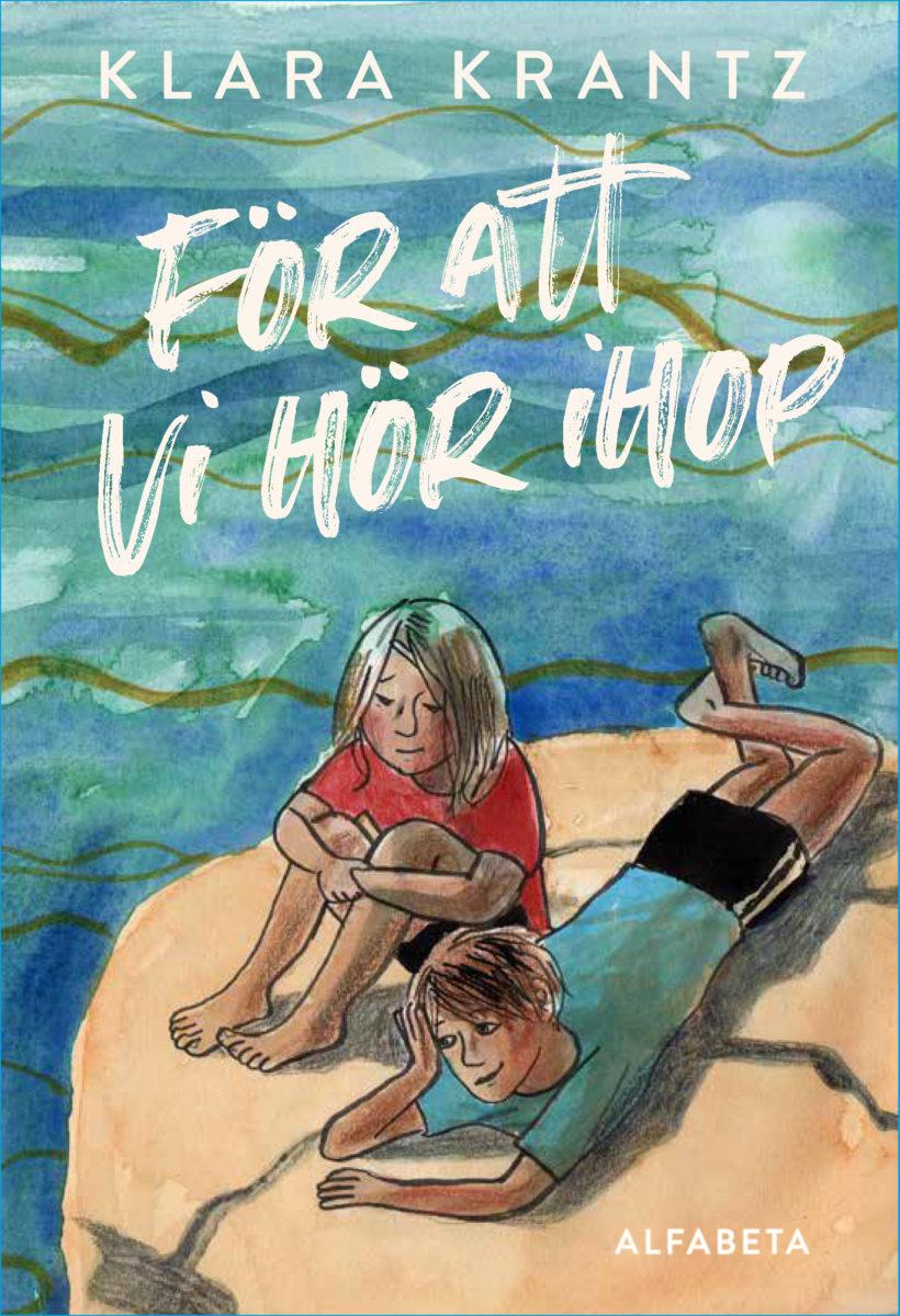 Tecknat bokomslag, en pojke och en flicka på en klippa invid vattnet.